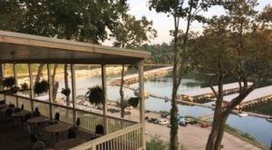 The Lakefront Restaurant In Kentucky That Will Really Float Your Boat
