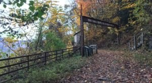 Kaymoor Is The West Virginia Ghost Town That's Perfect For An Autumn Day Trip