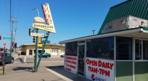 The Retro Vibe And Great Burgers At Val's Rapid Serv In Minnesota Are Memorable