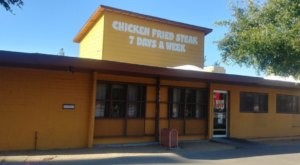This Old-School Arizona Restaurant Serves Chicken Dinners To Die For