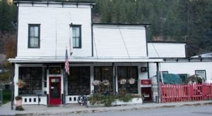The Largest Discount Bookstore In Montana Has More Than 100,000 Books