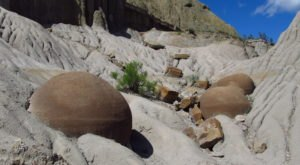 Walk Through 70,000 Acres Of Rock Formations At North Dakota's Theodore Roosevelt National Park