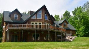 Experience The Fall Colors In Their Full Vividness With A Stay At Golden Bear Lodge Near Cleveland