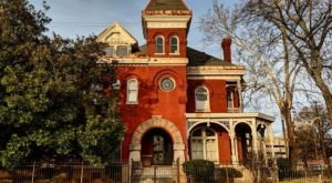 Explore The Grandest Homes Of Memphis By Visiting The Victorian Village, A Neighborhood Of Massive Victorian Homes In Tennessee