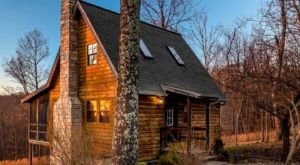 Enjoy A Lovely Fall Retreat With Scenic Views Of The Ozarks At This Arkansas Log Cabin