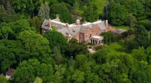 The Illinois Ghost Story Of The Schweppe Mansion Will Leave You Baffled