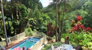 Relax With Mountain Views And Your Own Private Pool When You Stay At This Hawaii Cottage