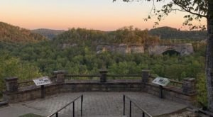 There's An Easily Accessible Overlook With Sweeping Views Of The Natural Arch In Kentucky