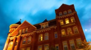 Stay Overnight In The 130-Year-Old Blennerhassett Hotel, An Allegedly Haunted Spot In West Virginia