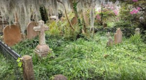 The Unitarian Church Cemetery In Charleston Is One Of South Carolina's Spookiest Cemeteries