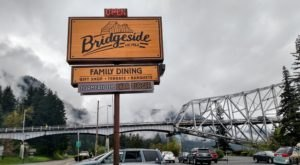 Visit Bridgeside, The Small Town Burger Joint In Oregon That's Been Around Since 1946