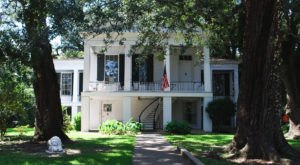 The Historic Oakleigh House In Alabama Is The True Definition Of Southern Charm