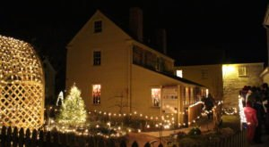 The Enchanting Candlelight Stroll At Strawberry Banke In New Hampshire Features Hundreds Of Glowing Lanterns