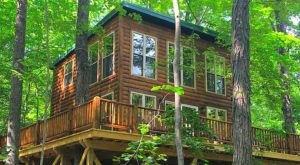 The Little-Known Tree House Getaway In The Middle Of Ohio's Hocking Hills That's Perfectly Charming