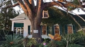 Mary Mahoney's Is A Restaurant Hiding In One Of The Oldest Homes In Mississippi