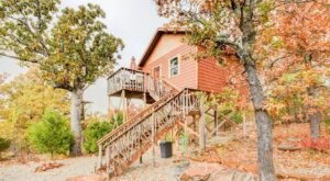 The Little-Known Tree House Getaway In The Middle Of Oklahoma's Lake Eufaula Hills That's Perfectly Charming