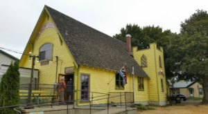 The Yellow Church Cafe In Washington Used To Be A Church And You'll Want To Visit