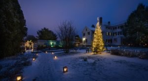 The Holiday Candlelight Walk At Strawbery Banke In New Hampshire Is Right Out Of A Storybook