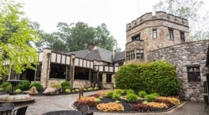 The Knight's Pub Is A Restaurant Hiding In A Pennsylvania Castle