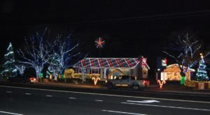 Even The Grinch Would Marvel At The Christmas Light Display At Apple Electric In Delaware