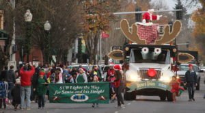 Don't Miss Oregon's Oldest And Coldest Christmas Parade In Springfield