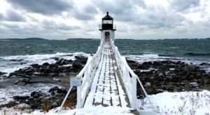7 Enchanting Spots Surrounded By Frozen Beauty To Experience In Maine This Winter