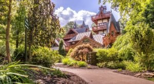 The Copper Mug Is A Restaurant Hiding In An Ohio Castle