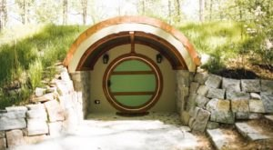 There's A Hobbit-Themed Airbnb In Tennessee And It's The Perfect Little Hideout
