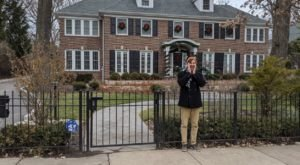 "You Can Drive By The Actual House From The Classic Christmas Movie ""Home Alone"" In Illinois"