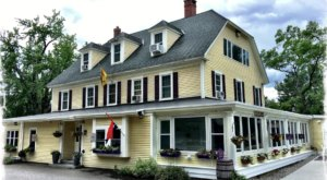 The Coziest Place For A Winter New Hampshire Meal, Moat Mountain Smoke House, Is Comfort Food At Its Finest