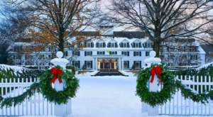 The Historic Woodstock Inn In Vermont Gets All Decked Out For Christmas Each Year