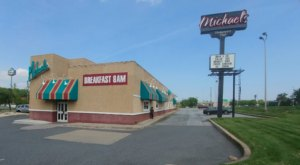 Michael's Is An All-You-Can-Eat Buffet In Delaware That's Full Of Southern Flavor