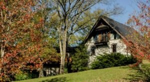 Spend A Beautiful, Music-Filled Weekend At The Thistletop Inn, A Country B&B Near Nashville