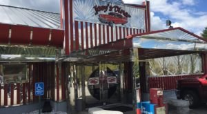 Travel Back In Time When You Eat At Joey's Diner, A 1950s-Themed Restaurant In New Hampshire