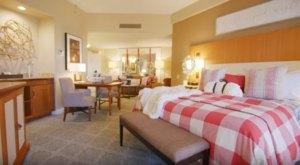Stay In An Santa-Themed Hotel Room In Arizona This Holiday Season