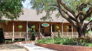 Travel To Louisiana's Avery Island And Spice Things Up With A Meal From Tabasco's Restaurant 1868