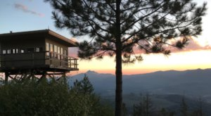 Have A Cozy Overnight Stay At Green Ridge Fire Lookout Tower In The Oregon Mountains