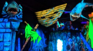 Glowing Greens Is A Blacklight Mini Golf Course In Oregon That The Whole Family Will Love