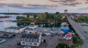 Year-Round Warren's Lobster House In Maine Has Been Serving Up Seafood Since 1940