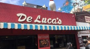 DeLuca's Diner In Pittsburgh Is Overflowing With Deliciousness And Old-School Charm