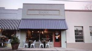 The Bank By Pizza Shack Serves Mississippi-Style Pies In A Setting That's As Unique As The Fare