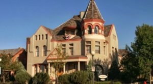 Eat A 7-Course Dinner While Solving A Murder Mystery At The Nagle Warren Mansion, A Haunted B&B In Wyoming