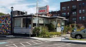 Lindy's Diner In New Hampshire Is Overflowing With Deliciousness And Old-School Charm