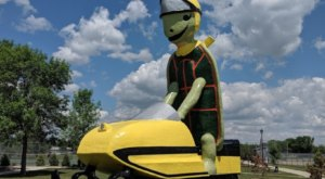 Tommy The Turtle In North Dakota Just Might Be The Strangest Roadside Attraction Yet