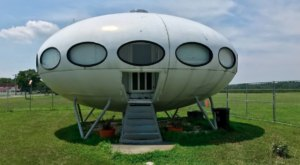 The Futuro House In Delaware Just Might Be The Strangest Roadside Attraction Yet