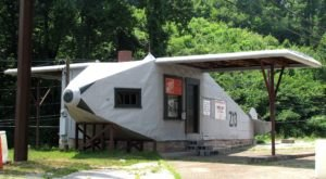 An Old Airplane On The Side Of The Road In Tennessee Was Once A Gas Station And Has Transformed Over The Years