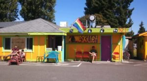 The Grooviest Place To Dine In Washington Is Homeskillet, A Hippie-Themed Restaurant