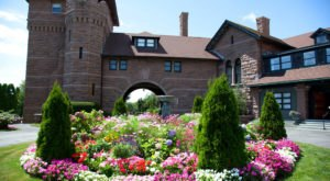 OceanCliff Is The Castle Resort In Rhode Island You'll Fall In Love With