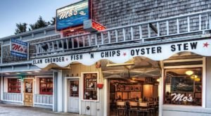 Mo's Is A Small Cafe In Oregon With Clam Chowder Known Around The World