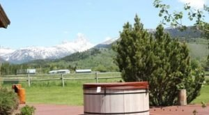 Enjoy Your Own Private Hot Tub At The Targhee Cabin In Wyoming